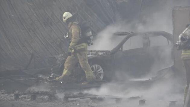 Arnavutköy'de ayakkabı fabrikası yangını