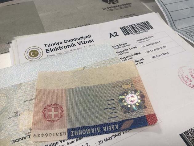 """İstanbul Havalimanı polisinden sahte seyahat belgesi operasyonu... """"Doktor"""" lakaplı şüpheli yakalandı"""