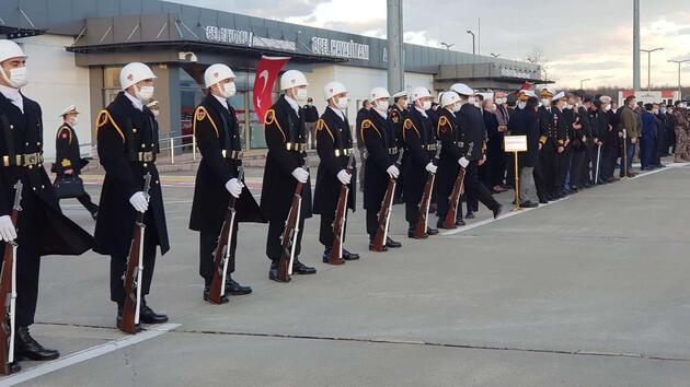 Şehit askerin cenazesi törenle karşılandı