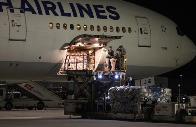 Çin'den sipariş edilen COVID-19 aşılarının ikinci partisini taşıyan uçak Türkiye'de
