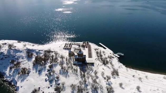 Van'ın göz bebeği Akdamar Adası'ndan seyrine doyumsuz kış manzaraları