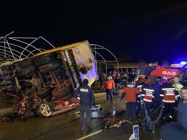 Son dakika haberi: Sakarya'da korkunç kaza! Ortalık savaş alanına döndü