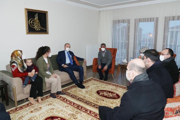Cumhurbaşkanı Erdoğan depremzede aileyi ziyaret etti