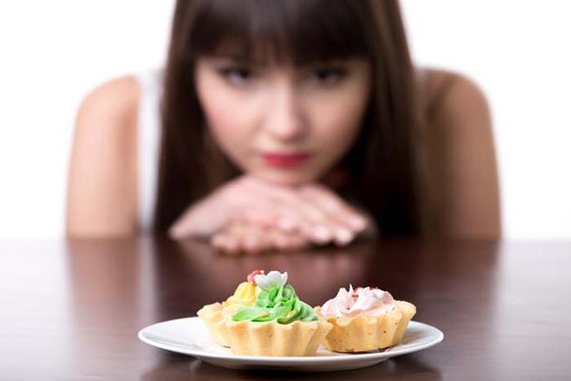 Bu besinler sindirim sistemini çökertiyor! Şişmanlığın bir numaralı nedeni
