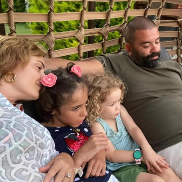 Ceyda Düvenci ve Bülent Şakrak'ın aşk pozuna beğeni yağdı
