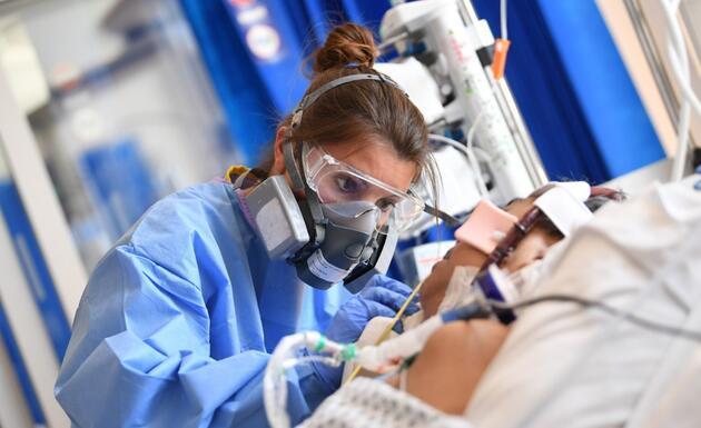 İngiltere'de koronavirüs nedeniyle can kaybı 100 bini aştı: Johnson'dan kritik açıklama