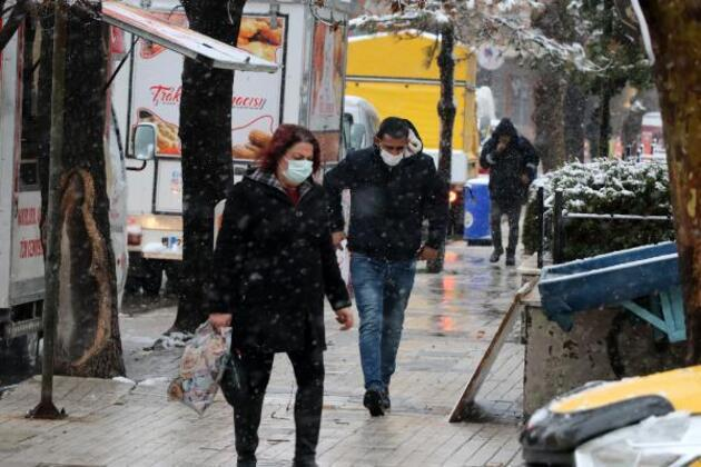 Trakya'da kar yağışı etkili oluyor