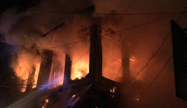 Afyonkarahisar'da yangın: 10 iş yeri kullanılamaz hale geldi