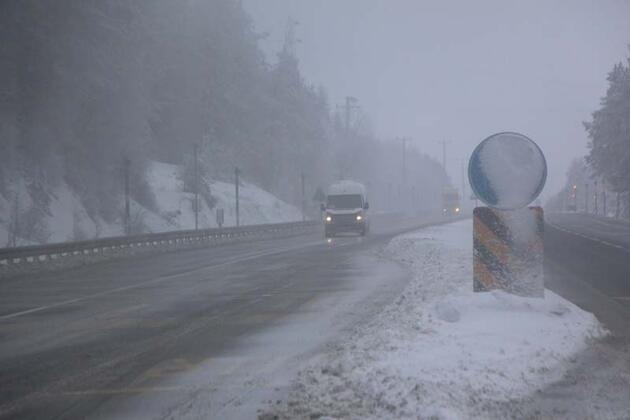 Bolu Dağı'nda kar ve sis