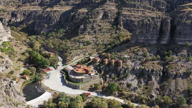 Salgında tarih ve doğa ile iç içe tatil imkanı! Kaya evlere ilgi büyük