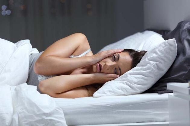 Uykunuzu alamadığınızda vücudunuzda neler oluyor? 7 saatten az uyuyorsanız dikkat!