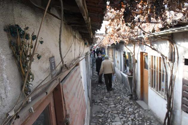 'Dünyanın en dar çarşısı' olarak biliniyor! Çorum'daki 65 yıllık Dikiciler Arastası restore ediliyor