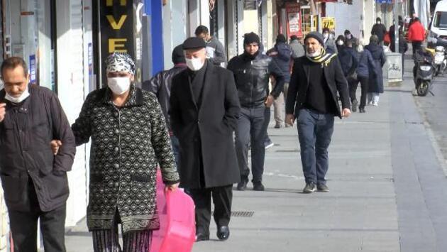 Gaziosmanpaşa'da kısıtlamaya rağmen dikkat çeken kalabalık - Günün Haberleri
