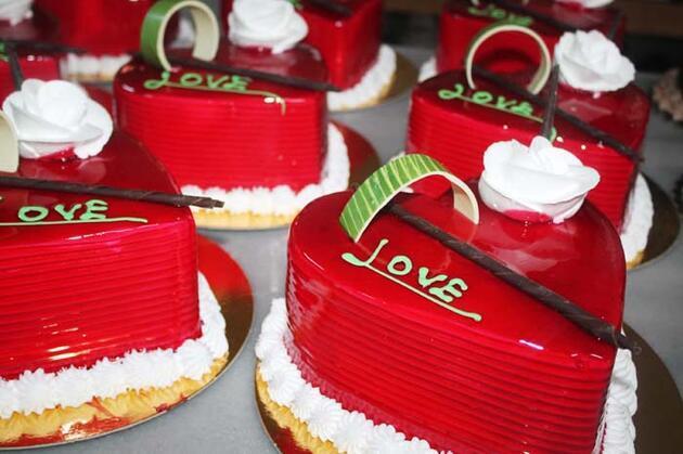 Sevgililer Günü pastacıların yüzünü güldürdü