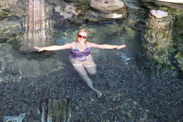 Kış ortasında antik havuzda yüzme keyfi