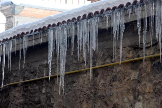 Bolu en soğuk il oldu: Göller buz tuttu, dev sarkıtlar oluştu