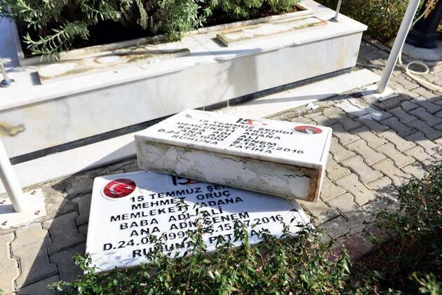 Mezar taşları kırılan ikiz şehitlerin babası, 'Ahmet'imi, Mehmet'imi rahat bırakmıyor hainler' diyerek gözyaşı döktü
