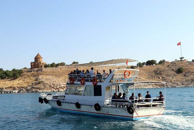 Akdamar Adası'nı 2020'de 68 bin kişi ziyaret etti