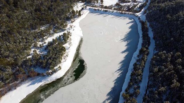 Karabük'te göletler buz tuttu! Görenleri hayran bırakan manzara