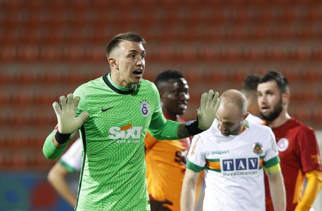 Son dakika... Galatasaray'da Muslera şoku!