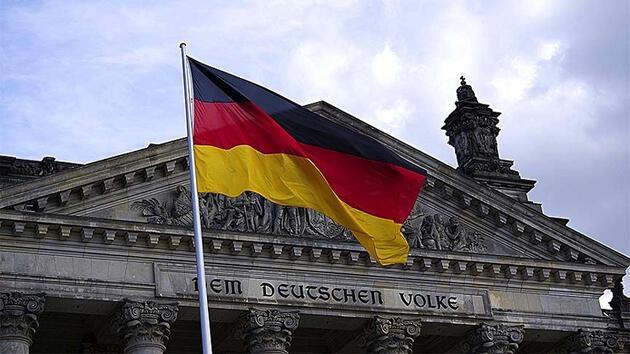 Alman mahkemesi, Esad rejiminin eski istihbaratçısını 'insanlığa karşı suçtan' mahkum etti