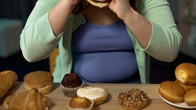 Bu alışkanlık kilo aldırıyor! Besinleri asla böyle tüketmeyin