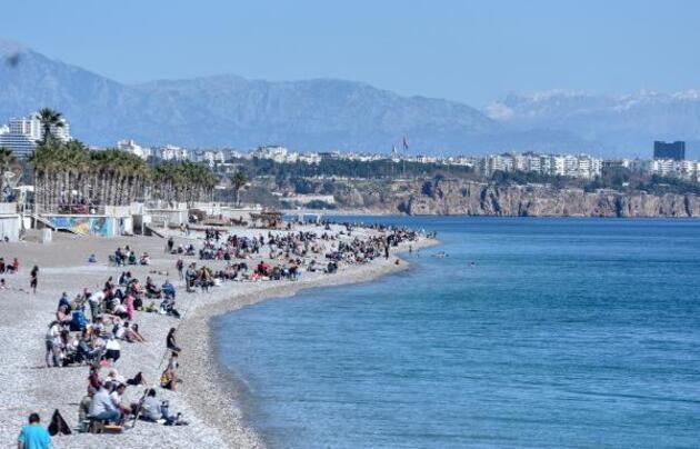 Antalya 27 derece! Güneşi gören denize koştu