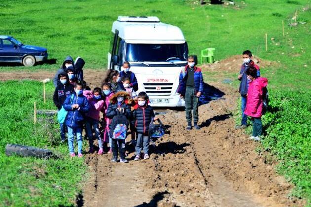 Yol krizi çözüldü, okul yolu gözüktü