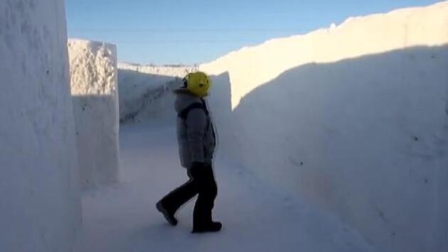 Kanada'daki dünyanın en büyük kar labirentine ziyaretçi akını