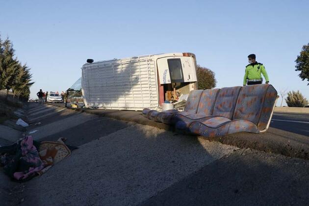 İşçileri taşıyan minibüs devrildi: Çok sayıda yaralı var