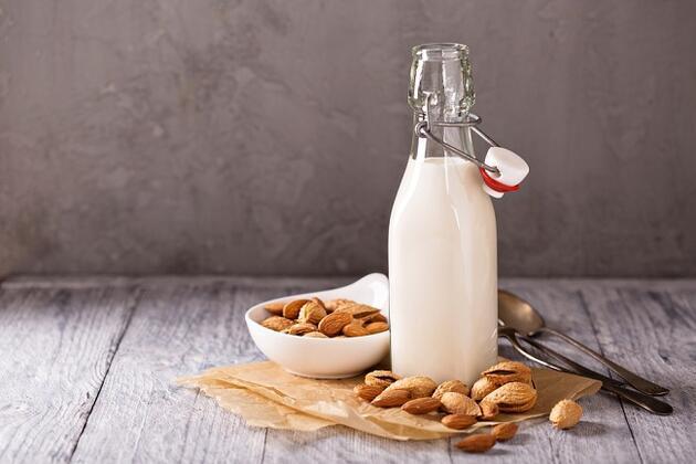 Badem sütü depresyona ve kaygıya iyi geliyor