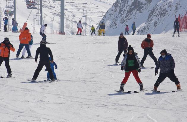 Palandöken'de, kısıtlamada kayak keyfi