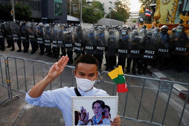 Myanmar'da darbe karşıtı gösteriler! Sokaklar savaş alanına döndü