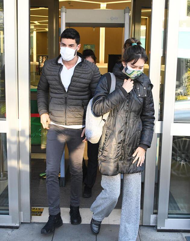Berk Oktay ve Yıldız Çağrı Atiksoy hastane çıkışı görüntülendi