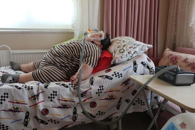 5 yaşındaki Yağız 90 kiloya ulaştı! Geceleri solunum cihazına bağlı uyuyor