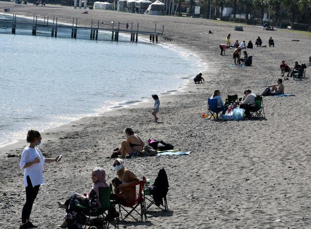 Termometreler 27 dereceyi gösterdi: Marmaris'te güneşi gören sahile koştu