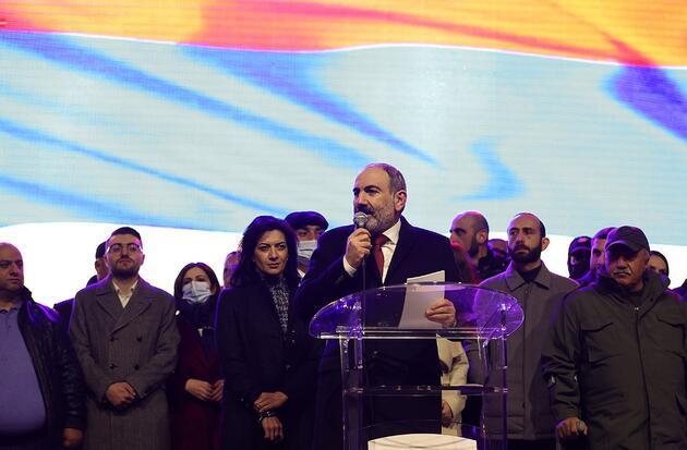 Ermenistan'da kriz sürüyor: Paşinyan özür diledi!