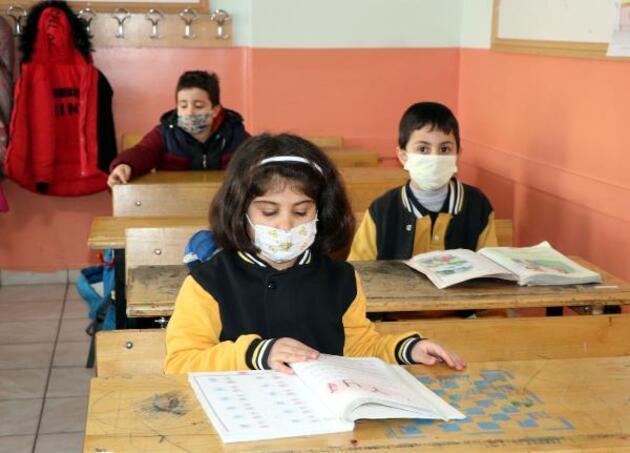 Düşük riskli Van'da 310 bin öğrenci yüz yüze eğitime başladı, ders zilini vali çaldı