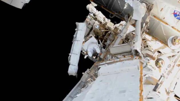 NASA'nın ISS'deki astronotları uzay yürüyüşünde