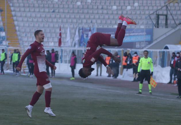 Son dakika... Aaron Boupendza Fenerbahçe'de!