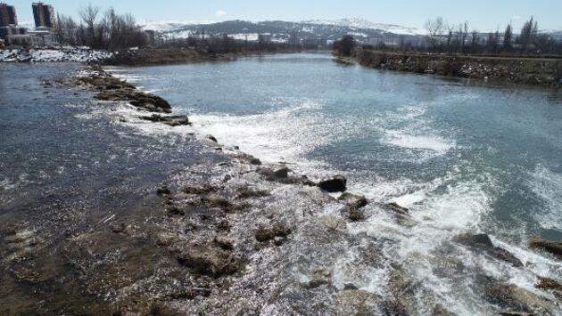 Eriyen kar suları Kızılırmak'ın debisini yükseltti
