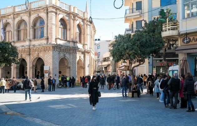 Yunanistan'da COVID-19 vakaları arttı, kısıtlamaların sertleştirilmesi kararlaştırıldı