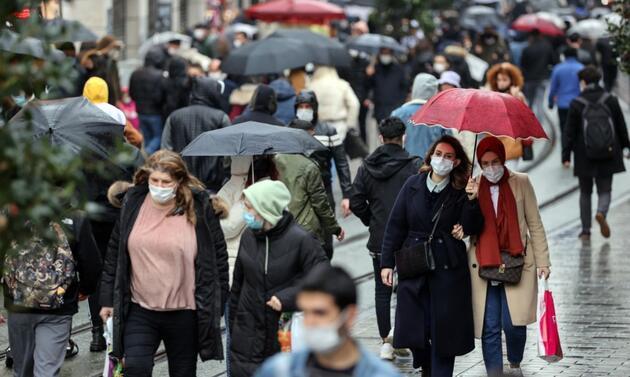 Yasaksız ilk Cumartesi sokaklar doldu taştı: İstanbul bir haftada kızardı