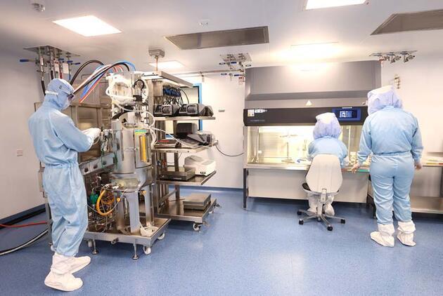 BioNTech'in Marburg'daki Kovid-19 aşısı üretim tesisinin kapıları gazetecilere açıldı