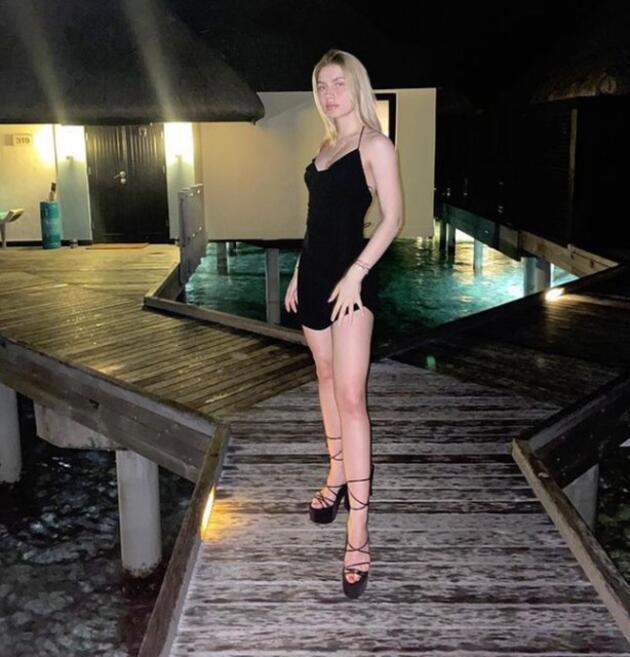 Aleyna Tilki'nin Maldivler pozuna beğeni yağdı