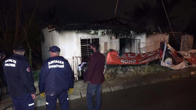Yanan evde bayılan kadını, komşuları kapıyı kırarak kurtardı