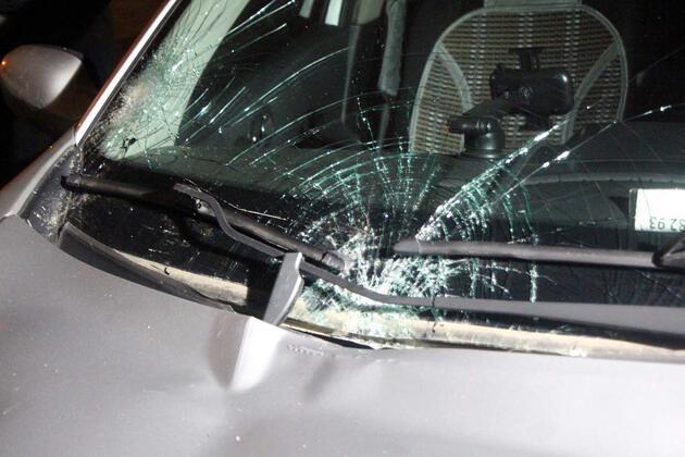 Üçüncü kattan otomobilin üzerine düşen kadın yaralandı