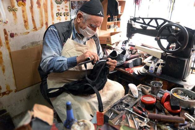 75 yaşında, 58 yıldır ayakkabı tamir ediyor