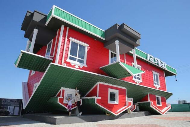 Gören hayrete düşüyor! Mimari yapısıyla dikkat çeken 'ters ev'e ziyaretçi akını