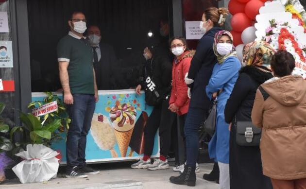 Market açılışında koronavirüse rağmen 'indirim' izdihamı